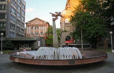 Алея закоханих і фонтан - Дніпро
