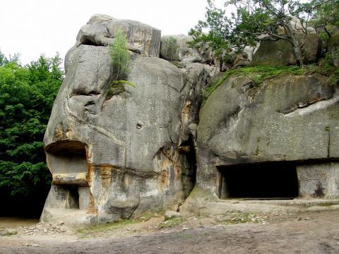 Скелі Довбуша - печерний комплекс