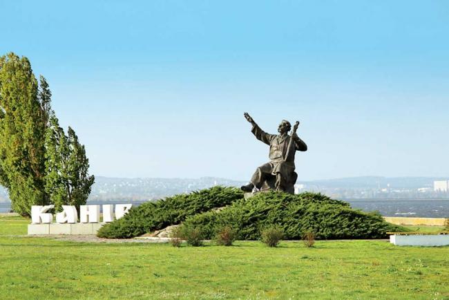 Канів: Тарасова гора і дніпровські кручі