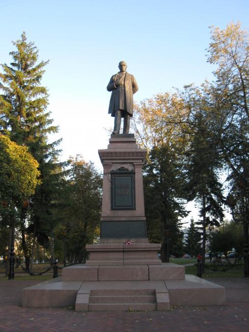 Памятник Івану Харитоненку - Суми