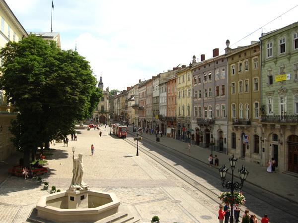 Площа ринок Львів